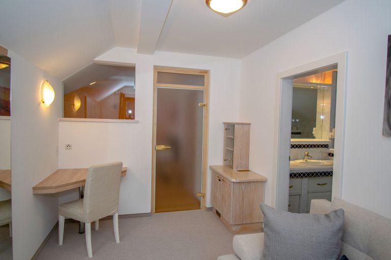 Villa Salza Obergeschoß - Elternschlafzimmer Umkleideraum - Minibar